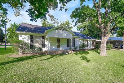 Needville TX Single Family Home For Sale: $155,000
