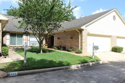 Pearland Condo/Townhouse For Sale: 722 E Country Grove Circle