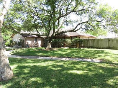 League City Single Family Home For Sale: 724 S Kansas Avenue