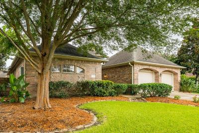 League City Single Family Home For Sale: 2304 Fairway Pointe Drive