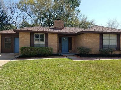 Friendswood Single Family Home For Sale: 301 Stratmore Drive