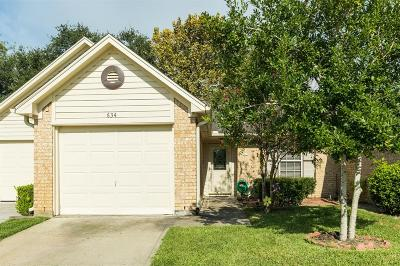 Pearland Condo/Townhouse For Sale: 634 E Country Grove Circle