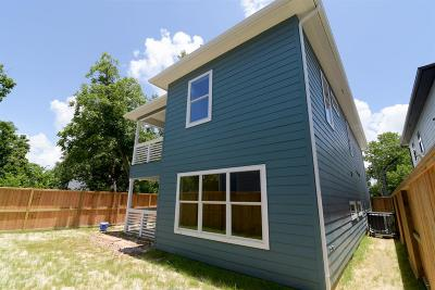 Single Family Home For Sale: 302 Bryan