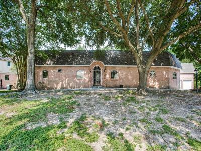 Single Family Home For Sale: 712 Plainwood Drive