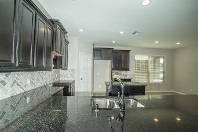 Baytown Single Family Home For Sale: 6410 Hunters Trace Lane