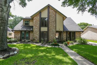 Sugar Land Single Family Home For Sale: 3026 Colonial Drive