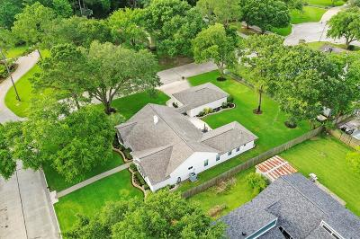 Friendswood Single Family Home For Sale: 509 Providence Drive