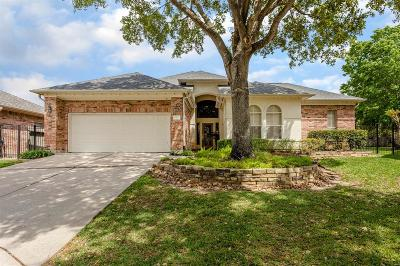 Single Family Home For Sale: 15507 Greens Cove Way
