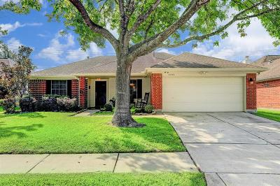 Friendswood Single Family Home For Sale: 4755 Widerop Lane