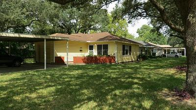 La Marque TX Single Family Home For Sale: $135,000