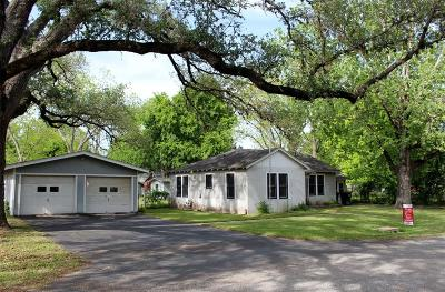 Columbus TX Single Family Home Pending: $99,000