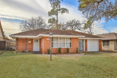 Oak Forest Single Family Home For Sale: 1915 Viking Drive