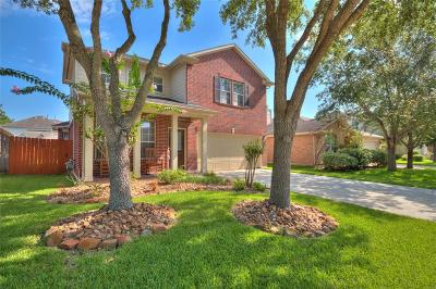 Pearland Single Family Home Option Pending: 11409 Shoal Creek Drive