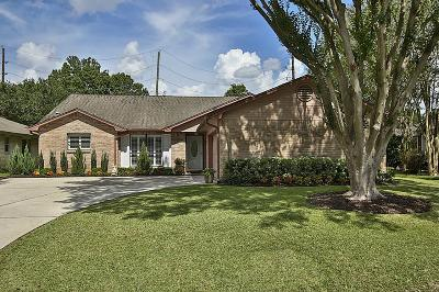 Pearland Single Family Home For Sale: 831 Country Place