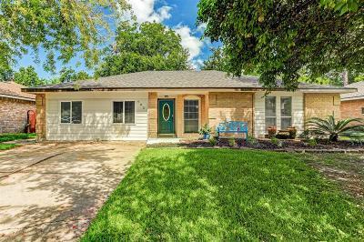 Friendswood Single Family Home For Sale: 403 Avondale Lane