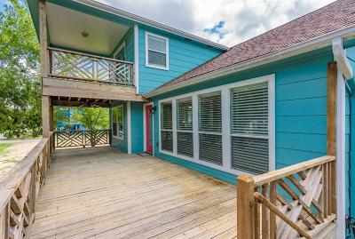 Clear Lake Shores Single Family Home For Sale: 526 E Shore Drive