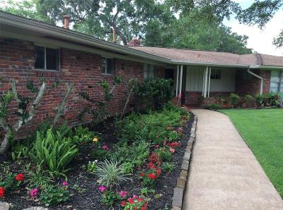 Dickenson, Dickinson Single Family Home For Sale: 209 W Bayou Drive