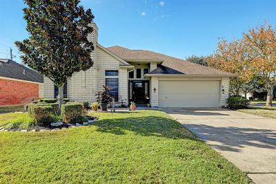 Pearland Single Family Home For Sale: 610 E Larkspur Circle