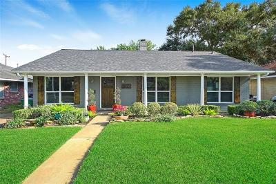 Oak Forest Single Family Home For Sale: 2010 Viking Drive