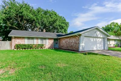 Friendswood Single Family Home For Sale: 4318 Saffron Lane