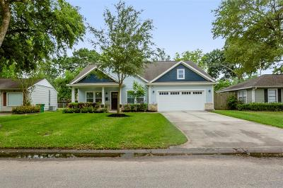 Oak Forest Single Family Home For Sale: 1705 Woodcrest Drive