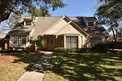 Humble Single Family Home For Sale: 19622 Pinehurst Trail Drive