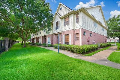 Sugar Land Condo/Townhouse For Sale: 2710 Grants Lake Boulevard #L4