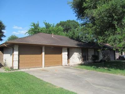 Houston Single Family Home For Sale: 16322 Hollow Wood Drive