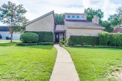 Friendswood Single Family Home For Sale: 5467 Appleblossom Lane