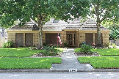 League City Single Family Home For Sale: 2101 Riverside Drive