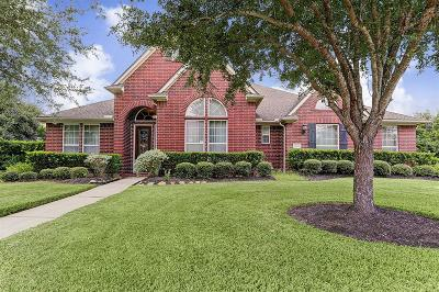 Pearland Single Family Home For Sale: 11906 Crescent Bluff Drive