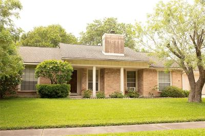 Friendswood Single Family Home For Sale: 1207 W Castlewood Avenue