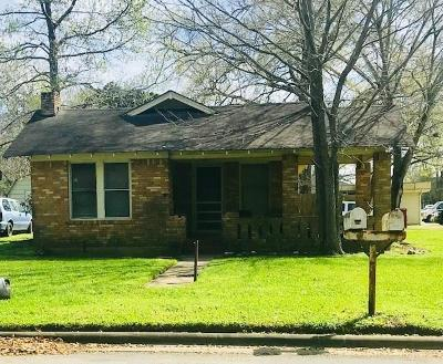 Liberty Single Family Home For Sale: 1802 N Travis Street