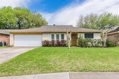 Friendswood Single Family Home For Sale: 16923 Blackhawk Blvd Boulevard