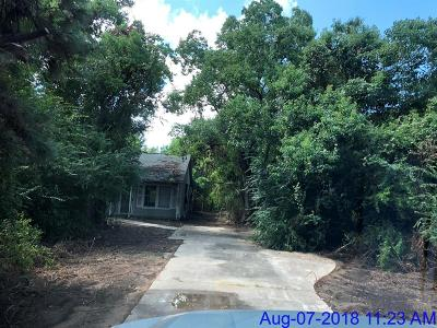 Tomball TX Single Family Home For Sale: $127,500