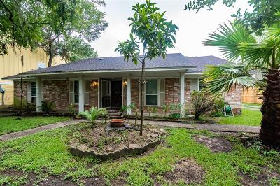 Friendswood Single Family Home For Sale: 5246 Whittier Oaks Drive