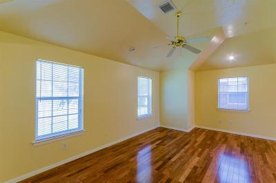 Tomball TX Rental For Rent: $1,100