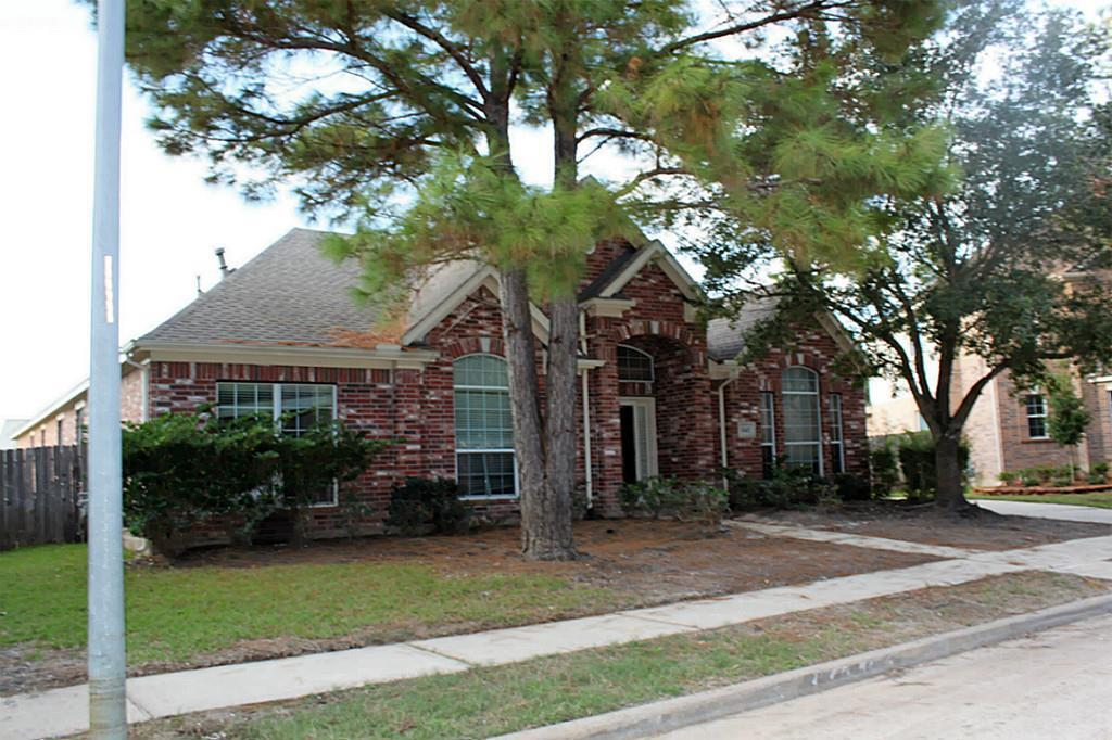 4 bed / 2 full, 1 partial baths Home in Katy for $214,900