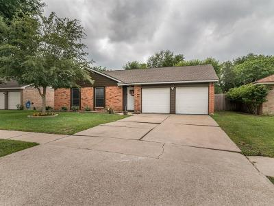 League City Single Family Home For Sale: 123 Meadow Bend Drive