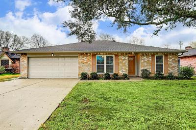 Friendswood Single Family Home For Sale: 4331 Saffron Lane