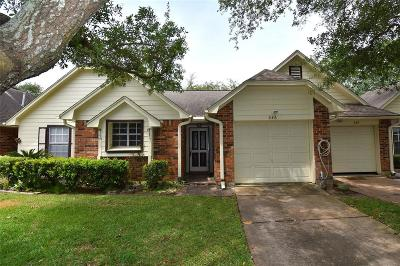 Pearland Condo/Townhouse For Sale: 646 W Country Grove Circle