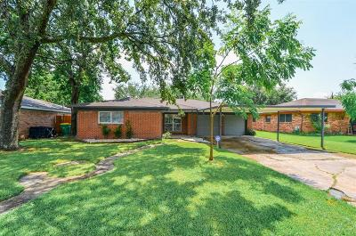 Baytown Single Family Home For Sale: 213 Kelly Lane