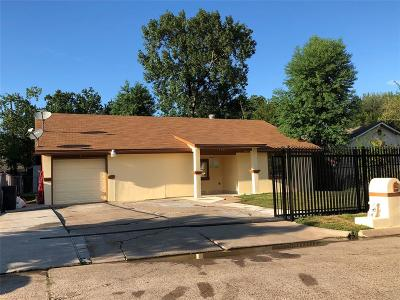 Houston Single Family Home For Sale: 17207 Woodburn Drive