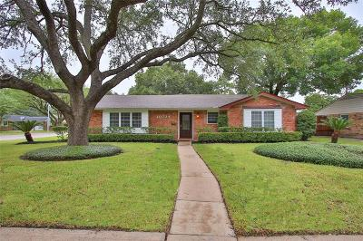 Houston Single Family Home For Sale: 10734 Overbrook Lane