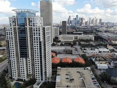 Houston Condo/Townhouse For Sale: 3333 Allen Parkway #2206