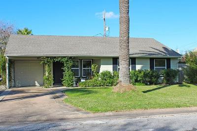 Galveston Single Family Home For Sale: 104 Albacore Avenue
