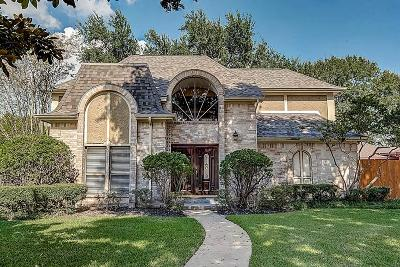 Sugar Land Single Family Home For Sale: 1015 Sugar Lakes