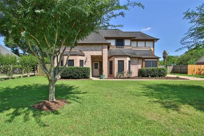 Friendswood Single Family Home For Sale: 1008 Glenshannon Avenue