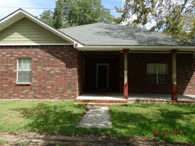 Columbus TX Single Family Home For Sale: $185,000