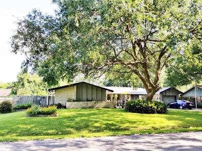 Alvin Single Family Home For Sale: 305 W Blackstone Lane